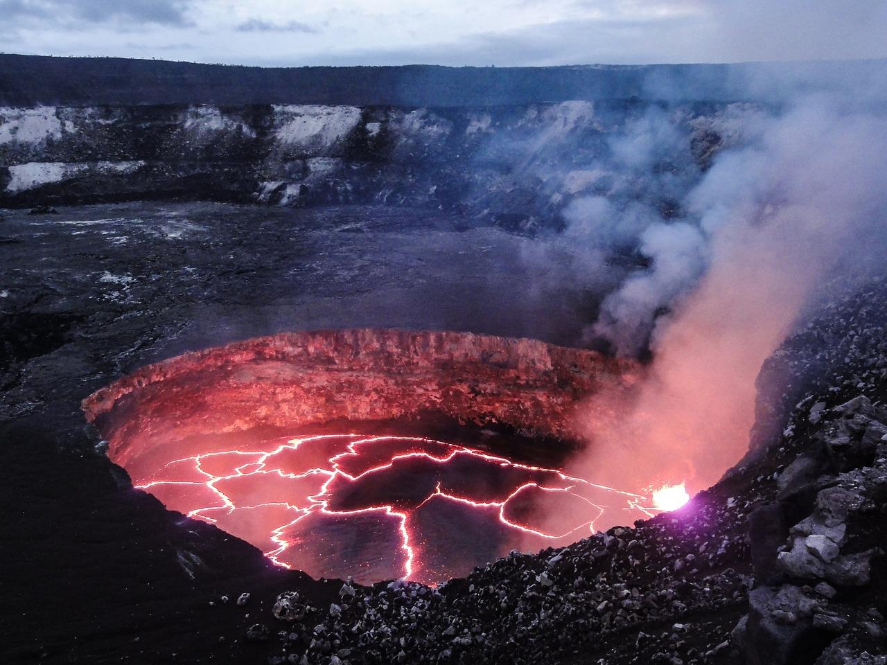 溶岩とマグマの違いって何!?わかりやすく説明するよ